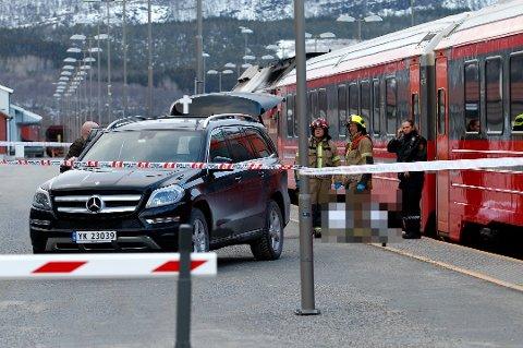 En 24 år gammel mann ble i 2016 påkjørt av toget på Fauske. Nå ber Statens Jernbanetilsyn om en redegjørelse fra Bane NOR om hvilke tiltak som er gjort i etterkant. Foto: Andreas Trygstad