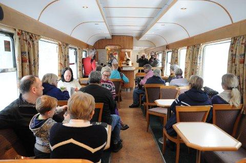Norsk jernbanemuseum kommer til Bodø med sitt «Stålvogntog» mandag 2. februar – og vi blir til 5. februar. I front for dette toget er dieselkjempen Di 3 – et legendarisk lokomotiv som gikk på Nordlandsbanen både i persontog og godstog fram til 2001.