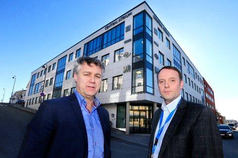 Toppsjefene i Avisa Nordland, Bjarne Holgersen og Jan-Eirik Hanssen ser ingen annen utvei enn å permittere ni ansatte.