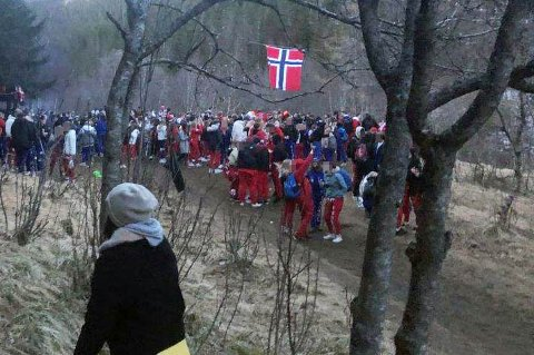 Ansamling i Maskinisten i Bodø natt til 17. mai. Foto: Politiet