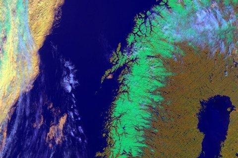 MYE SNØ: Bildet fra Meteorologene viser fortsatt mye snø i fjellene i Nord-Norge. Men med temperaturene de siste dagene tar nok smeltingen seg opp.