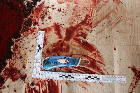 ÅSTED: 26-åringen ble påført et 10-12 centimeter langt kutt i halsen med denne tapetkniven.
