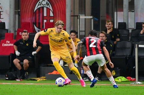 Kan Jens Petter Hauge havne i Milan? Her fra kampen på torsdag hvor Hauge leverte både scoring og målgivende pasning på San Siro.