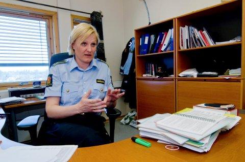 RYKKET UT: Politioverbetjent Katrine Grimnes ved Midt-Troms lensmannskontor i Målselv sier politiet rykket ut på meldinga om den døde nederlandske soldaten, men at man ikke mistenker noe kriminelt.