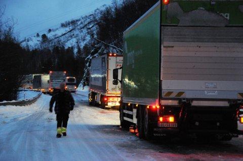 Tok omvei: – Ulvsvågskaret har i mange år vært et problembarn for transporttjenesten. Før i tiden kjørte vi ofte via Bjørnefjell for å slippe å kjøre over Ulvsvågskaret, ble det sagt på møtet.