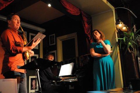 Det var god stemning, smil og litt ablegøyer mellom de to sangerne Håkon Kornstad og Ann-Helen Moen.