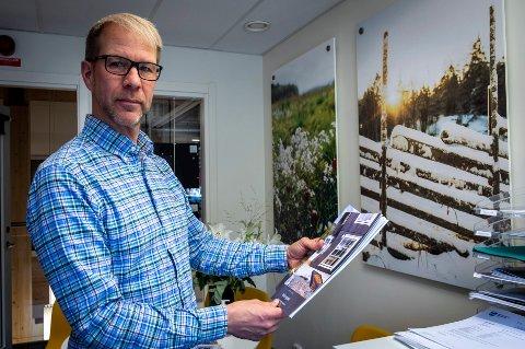 Ola Nyberg jobber som eiendomsmegler i Hemavan. Nå ser han flere og flere nordmenn som selger eiendommene sine i Sverige til fordel for kysthytte i Norge.