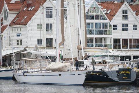 Mens «Carisma Nova» skal videre fra Bergen til Spitsbergen, nøyer «Georgiana» seg med å seile til Lofoten. Seilyachtene er henholdsvis 24 og 28 meter.
