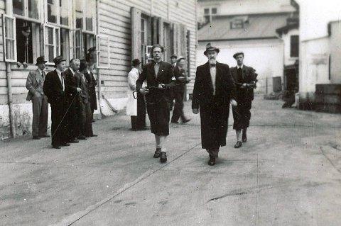 Bjarne Steffensen i NRK var 55 år gammel da han ble pågrepet dagen etter den tyske kapitulasjonen.  Han tok imot edsavleggelse til Quislings og drev propaganda mot sjøfolk i «Sjømannssendingen».