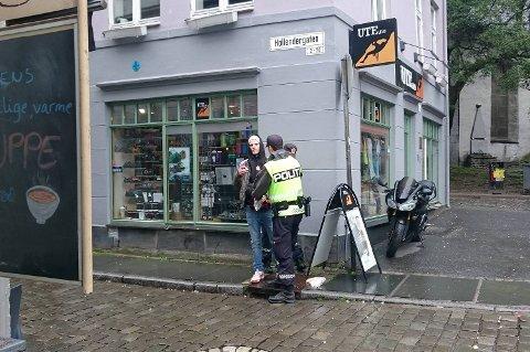 Onsdag formiddag ble Kim-Jørgen Arnetvedt ransaket, og deretter bortvist fra sentrum.