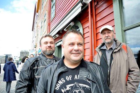 BB Lyngs Blues Band spiller på Den lille bluesfestivalen på Madam Felle fredag, og har med seg platen «Blues på blå resept». F.v. pianist Ove Gaassand, Helge Lynglund og gitarist Ole Thomsen. Atle Mjørlaug og Tor Bjarne Bjelland spiller også i bandet.