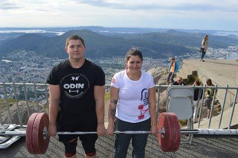 Even Liland og Aleksandra Fredriksen gikk til topps i hver sin klasse på lørdag. Begge syntes det var fint å promotere styrkeløft på denne måten.