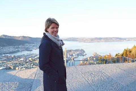 Administrerende direktør ved Fløibanen AS, Anita Nybø presenterer en ny attraksjon på Fløyfjellet torsdag.