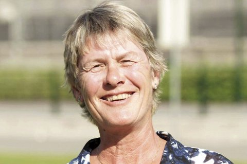 Bergenseren Tone Angeltveit er ferdig som daglig leder i Serieforeningen for kvinner etter 20 år som daglig leder. En konflikt med styret sørget for en brå slutt etter to tiår i rollen.