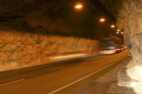 Vegvesenet malte alle tunnelene. Snart er de like skitne som før.  Fløyfjellstunnelen 20080523  <B> <B>  FOTO: ARNE RISTESUND
