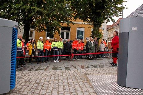 Byutviklingsbyråd Anna Elisa Tryti  hentet frem den røde snoren til åpningen. Istedenfor å klippe snoren på den klassiske måten, ble den symbolsk nok knyttet opp. – For å gjenbrukes til neste anledning, forklarte Tryti.