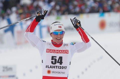 10 km kvinner klassisk. Marit Bjørgen jubler under 10 km klassisk i ski-VM 2017 i Lahti, Finland.