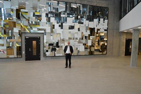 Rektor Frøystein Gjesdal ved NHH registrerer at siviløkonomistudiet er landets nest mest populære. Men han er mindre fornøyd med at søkertallet totalt har gått ned. FOTO: INGVILD GRENDSTAD