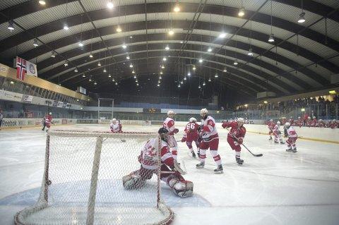 Bergen Ishockeyklubb Elite begjærte seg selv konkurs 19. juni. To spillere som spilte for Lillehammer forrige sesong sier at de hadde tilbud fra klubben i starten av juni. Det benektes av sportssjef Sven-Arild Wågsæther. Arkivfoto: RUNE JOHANSEN