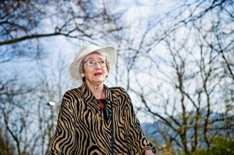 Elisabeth Armand har gått bort.