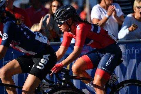 Susanne Andersen takker Vita Heine for at hun kunne kjempe om VM-medalje.