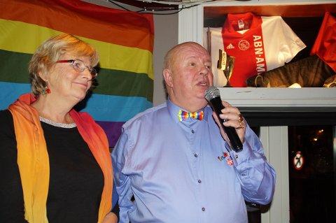 Kennet Brophy (t.h) var en av de første som våget å stå åpent frem som homofil i Bergen. Boken om hans liv er ført i pennen av Gro Berntzen (t.v.).