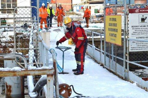 Kåre Engelsen (69) har jobbet på verftet på Laksevåg siden 1970. At flytedokken sank synes han er helt ufattelig.