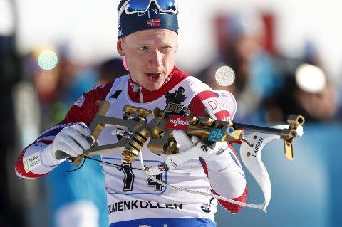 Johannes Thingnes Bø viste voldsom fart i sporet under torsdagens verdenscupåpning på 20 km i Pokljuka.  Foto: Heiko Junge / NTB scanpix