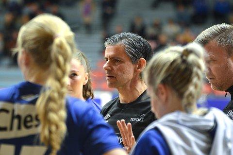 Tertnes-trener Tore Johannessen måtte vekke spillerne sine i pausen av kampen mot Gjerpen. (Foto: Sindre Wiik)
