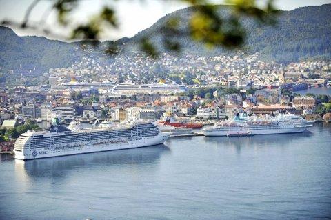 Ettersom det per dags dato ikke er mulig å sette et tak på antall cruisepassasjerer, vil byrådet senke maks antall skip per dag fra fire til tre.