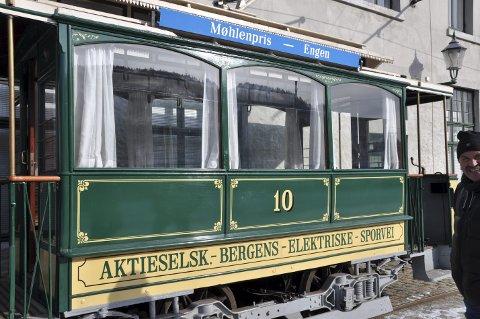 I god stand: Trikk nummer 10, en av trikkene det jobbes med å få i gang på ruten mellom Møhlenpris og Engen. Trikken er blitt restaurert og fungerer i dag som museumstrikk på Møhlenpris.