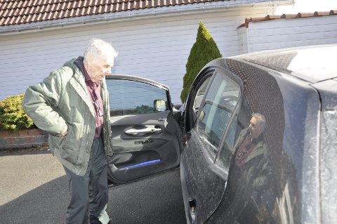 ØDELAGT SOSIALT LIV: Å kjøre bil og å kunne parkere i sentrum er viktig for Valter Corneliussens sosial liv. Nå har Bymiljøetaten fratatt ham muligheten. FOTO: DAG BJØRNDAL