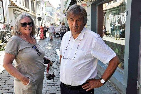 Huseier og beboer i Hollendergaten Anne Berit Søvik og Jo Gjerstad, sjef i Bodini forlag som holder til i gaten er ikke imponert over møtet byråden hadde onsdag morgen.