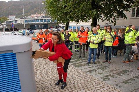 Byutviklingsbyråd Anna Elisa Tryti under åpningen av første del av bossnettet på Nordnes.