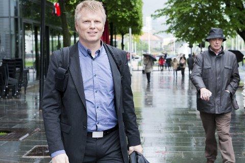 OVERRASKET: NHH-professor Ola Grytten tror boligprisene vil gå litt i rykk og napp fremover, men at vi vil se en liten økning frem mott nyttår. Han er overrasket over julitallene. FOTO: MAGNE TURØY