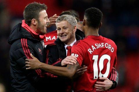 Manchester United-manager Ole Gunnar Solskjær (midten) har gjort De røde djevlene mer offensive etter at han kom til Old Trafford. (AP Photo/Tim Ireland)