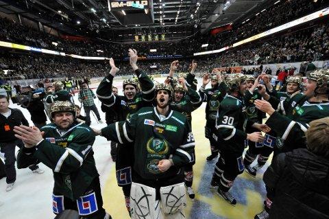 Arkivfoto: Färjestad har vært ett av Sveriges beste hockeylag i årtier. Her feirer Färjestad-spillerne SM-gullet i 2011 etter å ha vunnet 4-1 i kamper mot Skellefteå. Foto: Bertil Ericson (NTB scanpix)