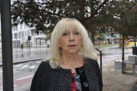 «Jeg, en folkefiende» er arbeidstittelen på boken som professor Eva Lundgren skriver på. Der oppsummerer hun sitt liv som forsker, også om tiden da hun ble utskjelt i Bergen etter å ha avdekket vold og eksorsisme.– Egentlig er jeg en liten og glad lerkefugl, sier 71-åringen.