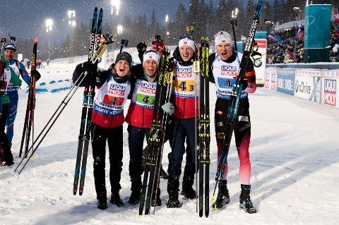 Marte Olsbu Røiseland, Tiril Kampenhaug Eckhoff, Johannes Thingnes Bø og Vetle Sjåstad Christiansen etter seieren i mixed stafett i VM Skiskyting  2019 Östersund, Sverige.