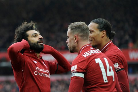 Mohamed Salah sprudler igjen, og det gjør at vi har troen på at Liverpool skal vinne borte mot Porto. Her jubler han sammen med Virgil van Dijk og Jordan Henderson etter scoringen mot Chelsea på Anfield i Premier League.  (AP Photo/Rui Vieira)