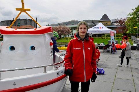 Nikolai Matre (14) er frivillig for Redningsselskapet Ung
