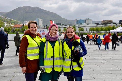 Ann-Kristin Nordal-Seljestokken (rådgiver for Bergen kommune) med frivillighetskoordinator for eldre hjemmeboende Nina Gulestøl og Margrethe Lundegård.