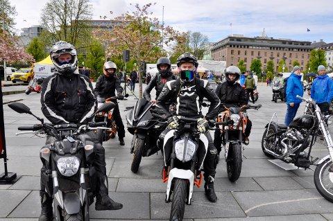 MC-treff Bergen, guttene har instagramkonto wildridersbergen. Bak fra venstre: Adrian Gjersvik (17), Tobias S.Andersen (17), Sander Balborg (16) og foran fra venstre: Niklas Helland (18) og Martin Hjørnevik (17)