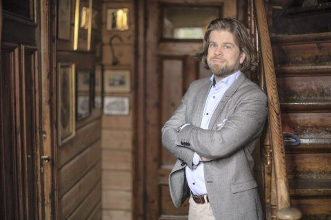 Sverdrup Sandmo, her på sin gamle arbeidsplass på Troldhaugen, som for Komponisthjemmene i Kode.