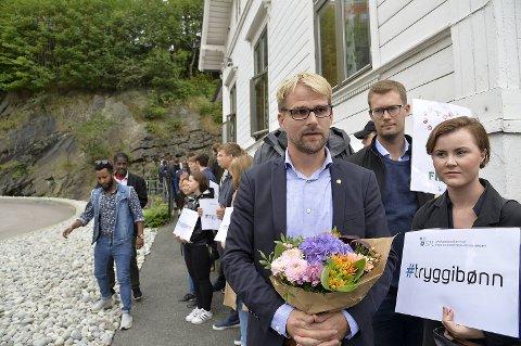 Roger Valhammer (Ap), Erlend Horn (V) og Linn Engø (Ap) viste sin støtte.