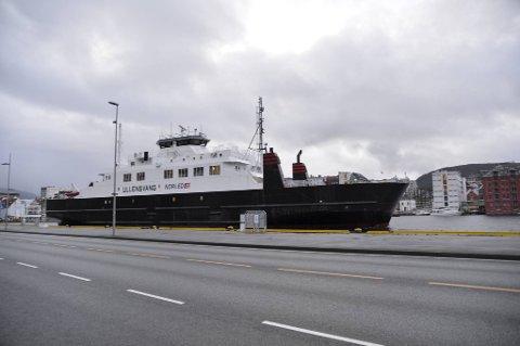 MF «Ullensvang» lå torsdag til kai på Bryggen. Nå skal den videre til Møre og være reserveferge på sambandene mellom Solavågen og Festøya, og Volda-Folkestad.