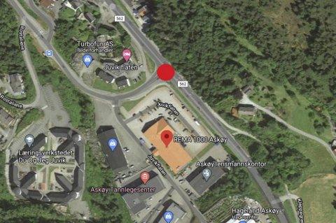 Ulykken skjedde i krysset som er markert med en rød ring.