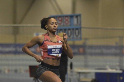 Naomi van den Broeck har bodd i seks forskjellige land, men anser seg selv som bergenser. Lørdag var hun raskest i forsøket på 400 meter under NM i friidrett.