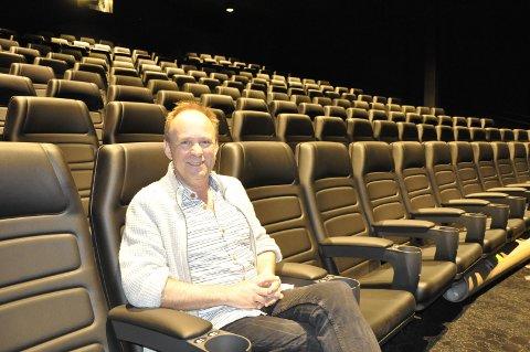 """Rolf Øvretveit er kinosjef på Sotra Kino, som så langt har hatt åtte forestillinger av """"Parasitt""""."""