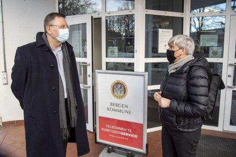 Både smittevernoverlege Fran van Betten og helsebyråd Beate Husa er bekymret for det muterte viruset.